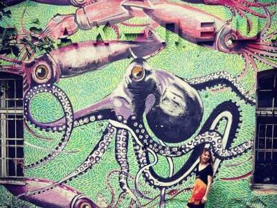 Octopus graffiti on a green wall